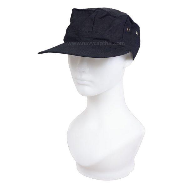 หมวกทหารทรงแปดเหลี่ยมสีดำ